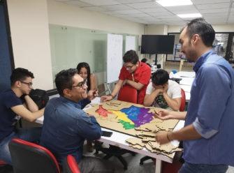 Estudiantes y profesores semillero maker uao ingeniería