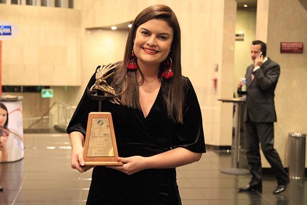 Egresada Autónoma gana Premio Nacional de Periodismo