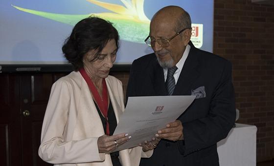Magdalena Urhán, primera Profesora Emérita de la U